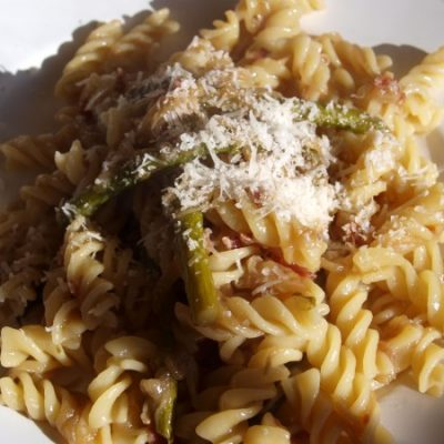 Pasta with Asparagus & Caramelized Onions
