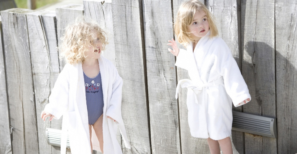 new-park-manor-children-in-spa-gowns-960x498